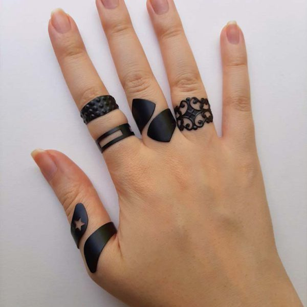 انگشتر مشکی