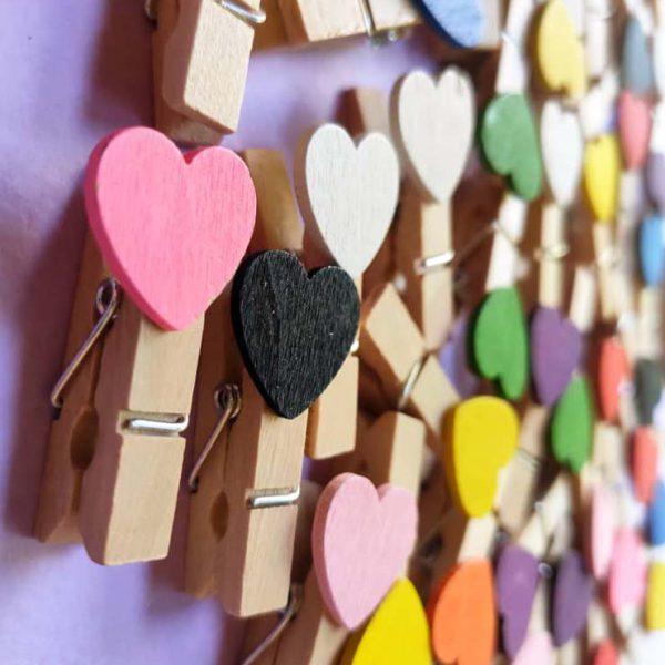 گیره چوبی قلب رنگی