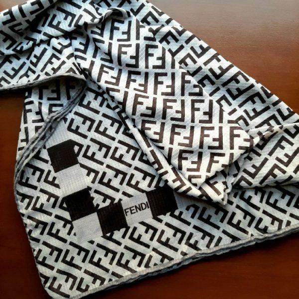 روسری سیاه و سفید